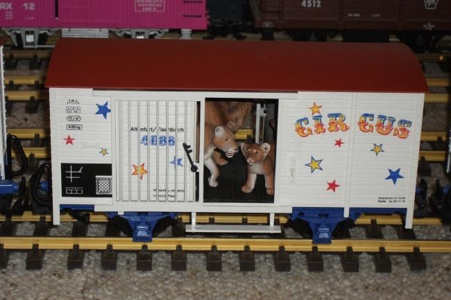 Image-circus wagon