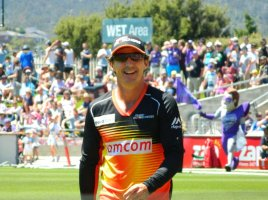 Brad Hogg playing for the Perth Scorchers in the BBL.