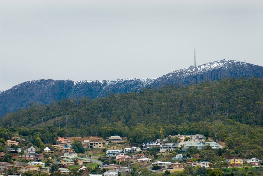 mount wellington and the organ pipes standing above the houses of hobart, tasmania.Photo Creative Commons