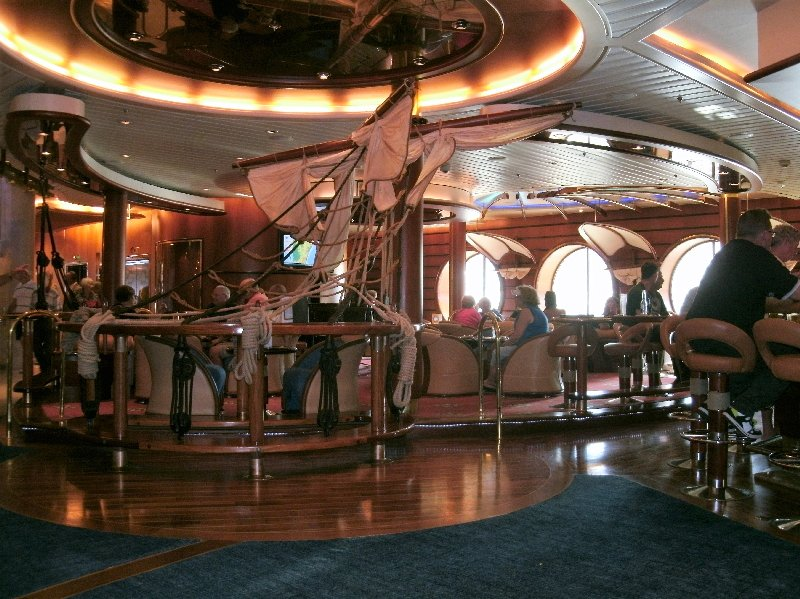 The nautical themed Schooner Bar on Deck 4- Photo by N. Bovill