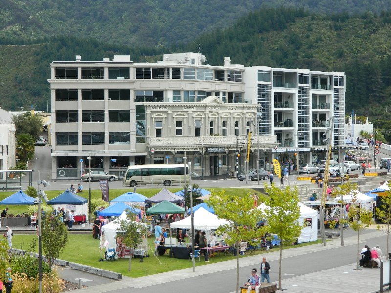 Oxley Hotel Picton and Saturday market.