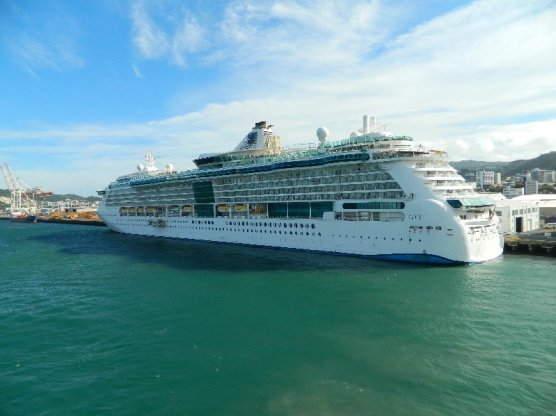 Radiance of the Seas in Wellington.