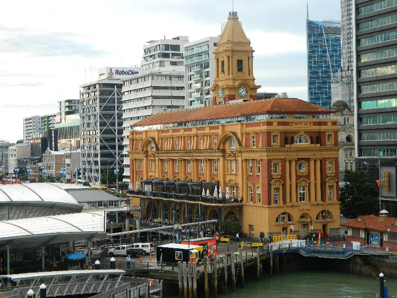 This is the grandest building we saw in Auckland.