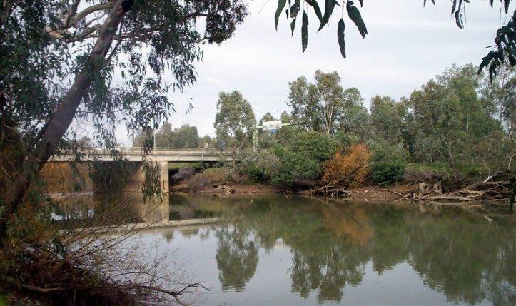 A bridge across the Murray river at Albury Wodonga