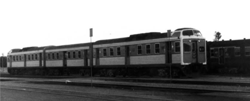 "Converted 300 class railcar set ""Super Chook"""