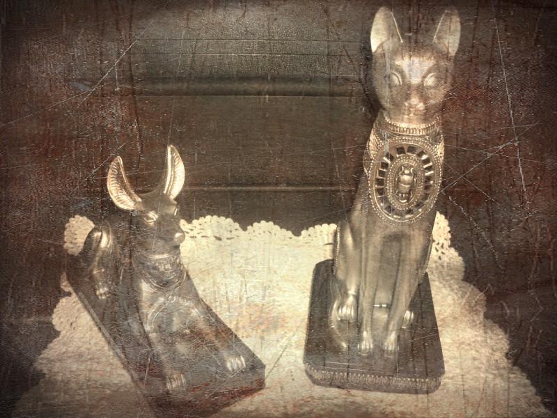 Dog & Cat statue