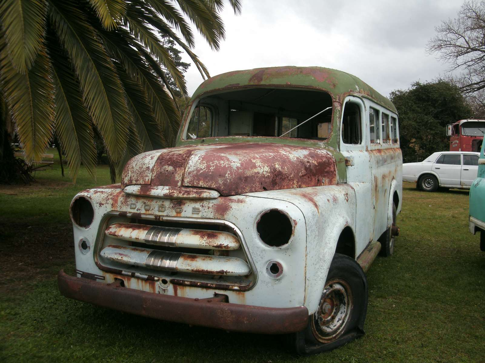 Wrecked Vintage Cars and Other Vehicles at Willow Court New Norfolk ...