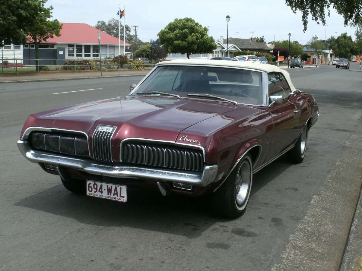 Snapshot Sunday: Vintage Cars Cougar Mercury