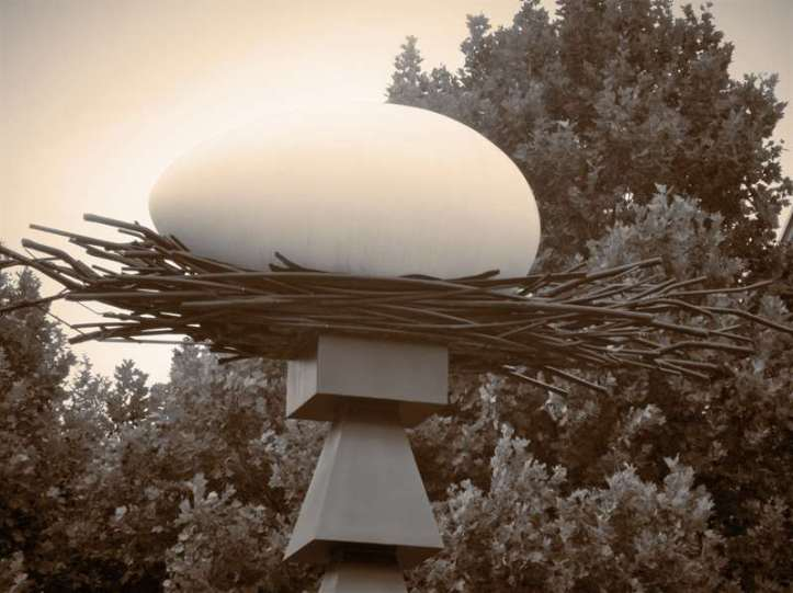 _copie-0_Giant Egg Sculpture
