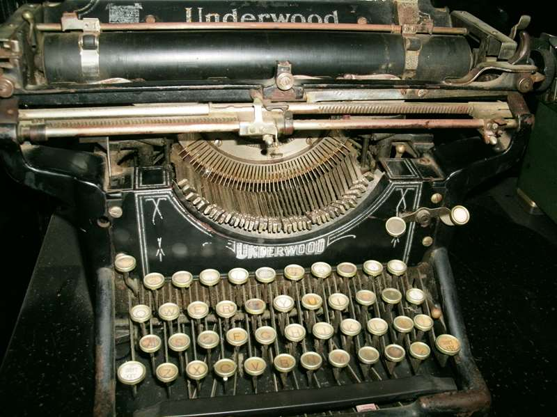 Underwood Typewriter 1911