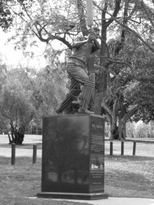 Statue of cricketer Neil Harvey near the MCG