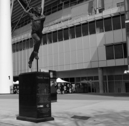 Statue of Shane Warne outside the entrance to the MCG Museum